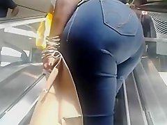 nice ass on the escalator
