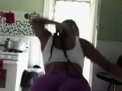 Latina Twerking
